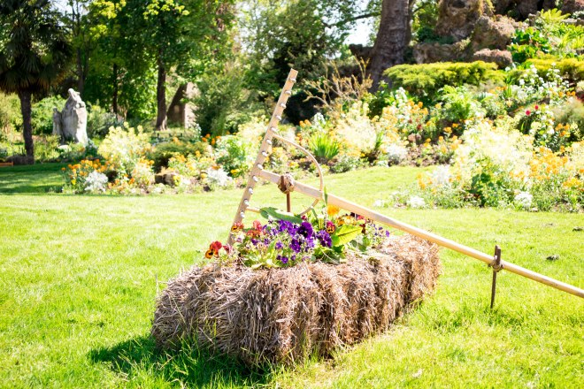garden rake parc monceau (1 of 1)